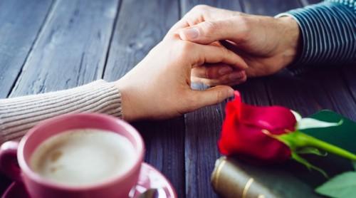 عکس گرفتن دست عاشقانه